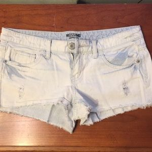 Mossimo pin striped shorts size 7 (fits like 4)